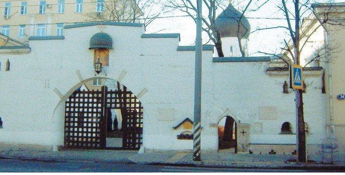 Главный вход в храм – с улицы Большая Ордынка