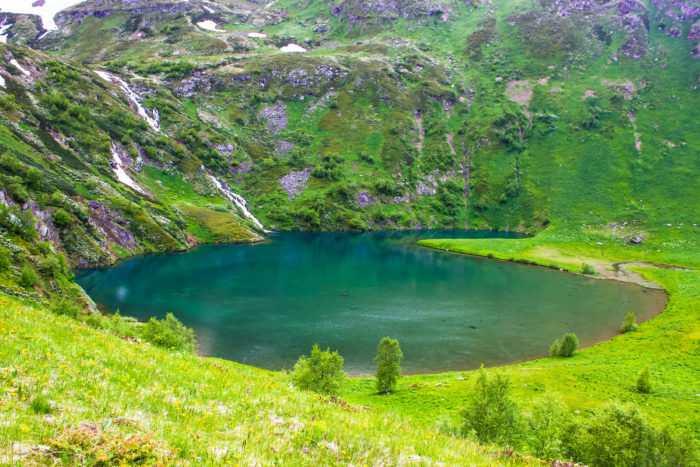 Озеро и водопад Белкау-Кёль