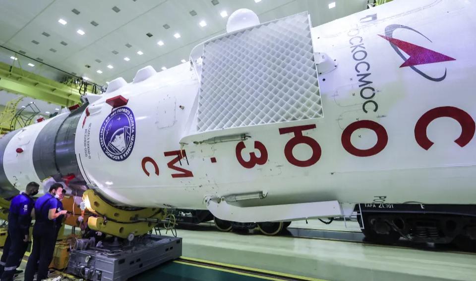 Ракета «Союз 2.1а» на монтажно-испытательном комплексе. Байконур, 30 сентября 2021 года